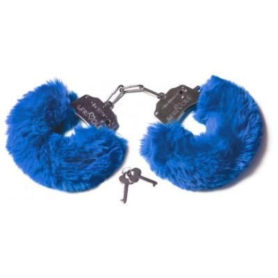 Шикарные синие меховые наручники с ключиками